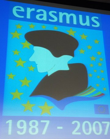 Erasmus: a small handbook for the future student