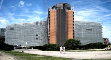 The EU administration: small and efficient