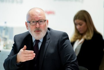Timmermans becomes the socialist top candidate as Šefčovič backs out of Spitzenkandidaten race