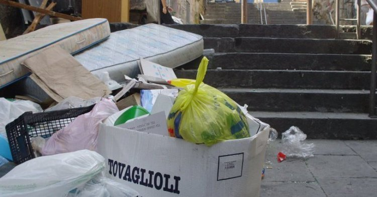 Naples, the Mafia and the garbage
