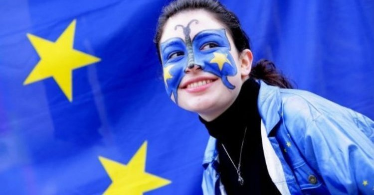 9 May should be public holiday for all Europeans