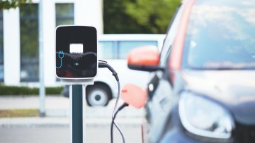 Driving electric in Europe : The challenges of the electric car (1/2)